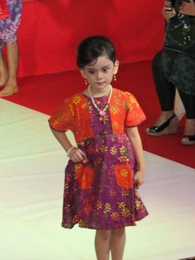 Baju batik untuk acara fashion show anak model dress pendek yg terbaru jenis batik cap solo modern