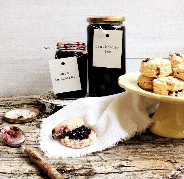 Pratos e Travessas: Doce de amoras e scones # Blackberry jam and scones. Mermelada de moras