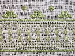 Dolci e Ricami: Il centro con la sfilatura verde