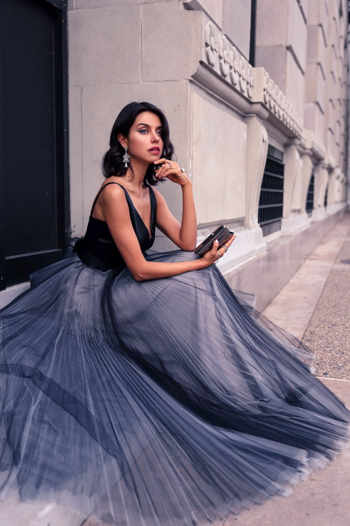 @millyny V-neck pleated tulle gown