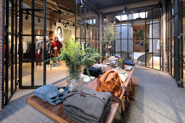 Esprit's worldwide first Lighthouse Concept Store on Cologne's Ehrenstrasse