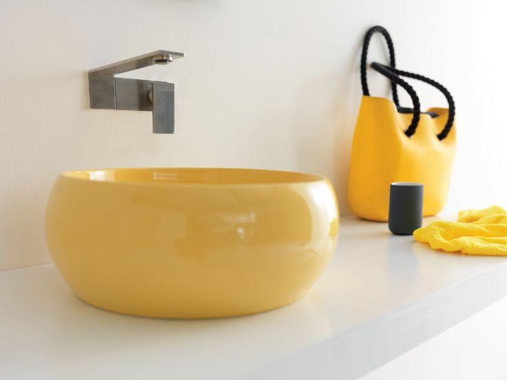 Lavabo da appoggio in ceramica gialla Joker Cheese by Alice Ceramica. [www.viadurini.it]