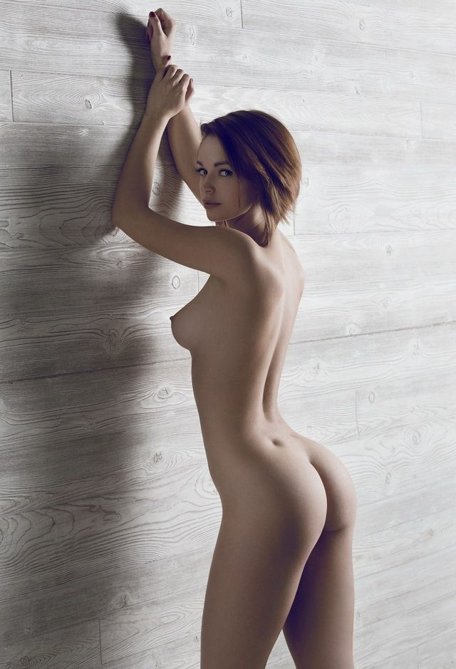 Short hair girl nude