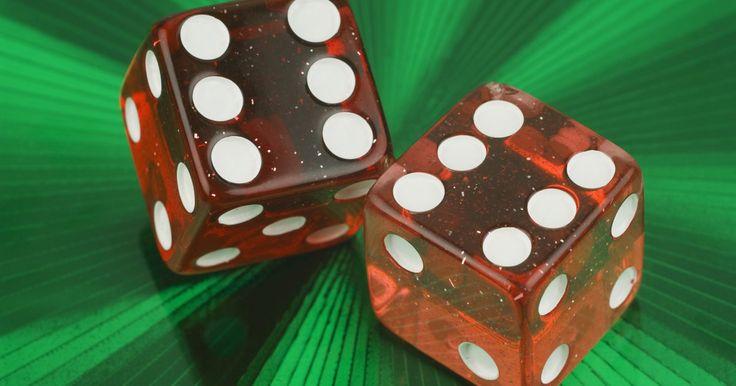 Las diferencias entre los cubos y los prismas rectangulares. Los prismas rectangulares son polígonos de seis caras con formas tridimensionales de los cuales todas las partes se reúnen en ángulos de 90 grados, como una caja. Los cubos son un tipo especial de prisma rectangular donde todos los lados tienen la misma longitud, lo que es la diferencia clave entre los cubos y otros prismas rectangulares. La ...