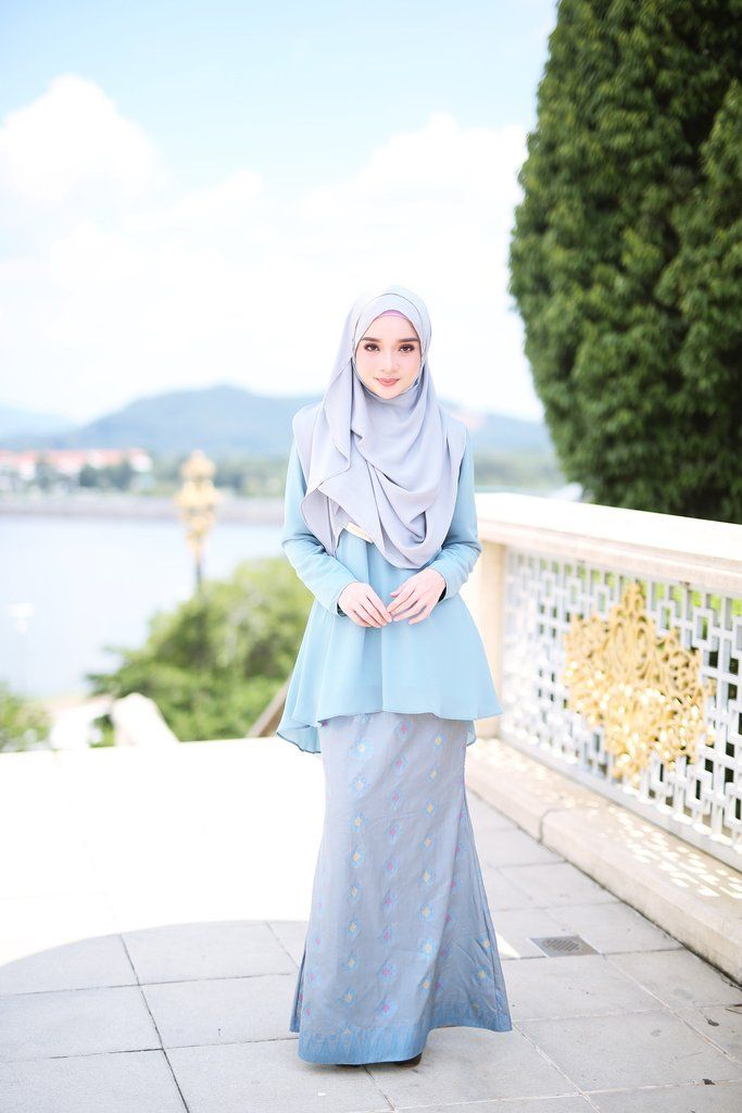 Top : Heavy Chiffon (Fully lining) / Dusty Blue Grey colour -Bottom : Imported Indian Songket (Fully lining) / Multi colour - Wudu' Friendly - Hand Wash - Mode
