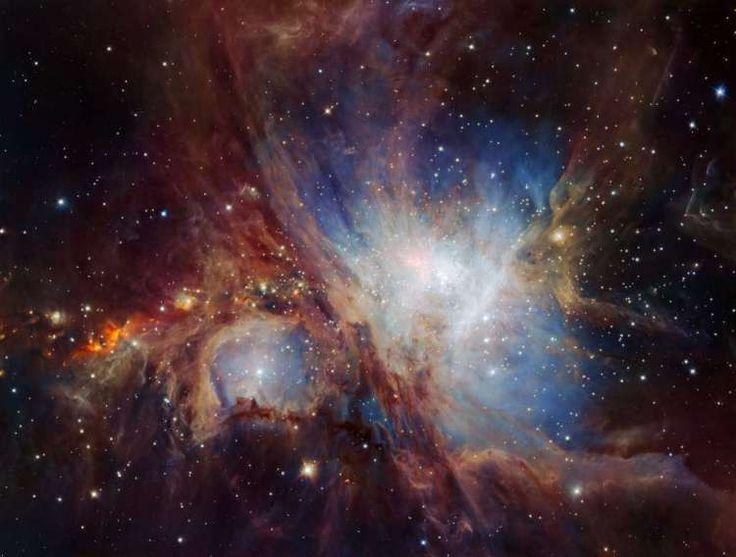Orionnevel. Niet alleen sterren, maar ook bruine dwergen en eenzame planeetachtige objecten zijn op deze foto te zien. De beroemde Orionnevel ligt ruim 1.300 lichtjaar van de aarde en is met het blote oog zichtbaar. Daarmee is het één van de helderste nevels. Omdat de Orionnevel niet ver van de aarde verwijderd is, is de kraamkamer een perfect proefobject om meer te weten te komen over de vorming van nieuwe sterren