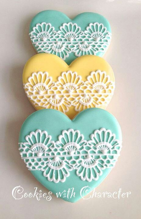 oh how i love all these lacey cookie designs! In my head i really feel like i could pull this off but i know it would probably take some practice.. https://www.facebook.com/pages/Cookies-with-Character/216082438437841?directed_target_id=0