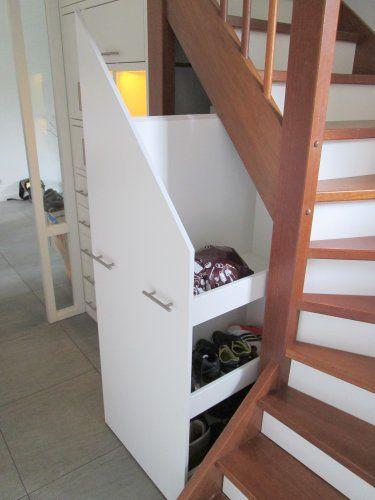 en grote schuiflade onder de trap