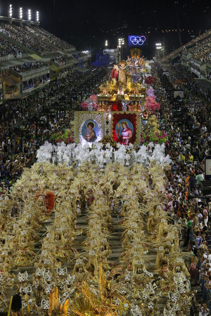 O desfile de carnaval campeão da Mangueira é um suspiro de liberdade para todas as pessoas que professam um mundo de respeito às crenças de cada ser humano. E no caso brasileiro, à valorização coletiva das culturas africanas, estruturantes deste país