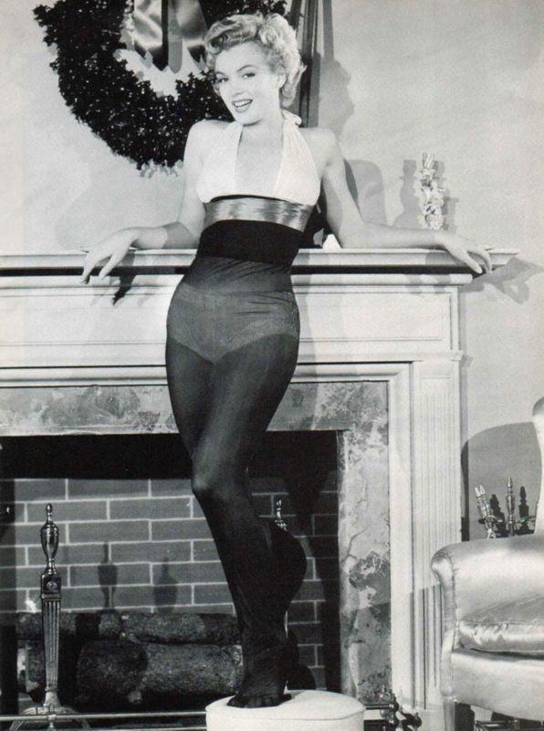 Marilyn 233 Lue Le Cadeau De No 235 L 1951 Des Gis Divine