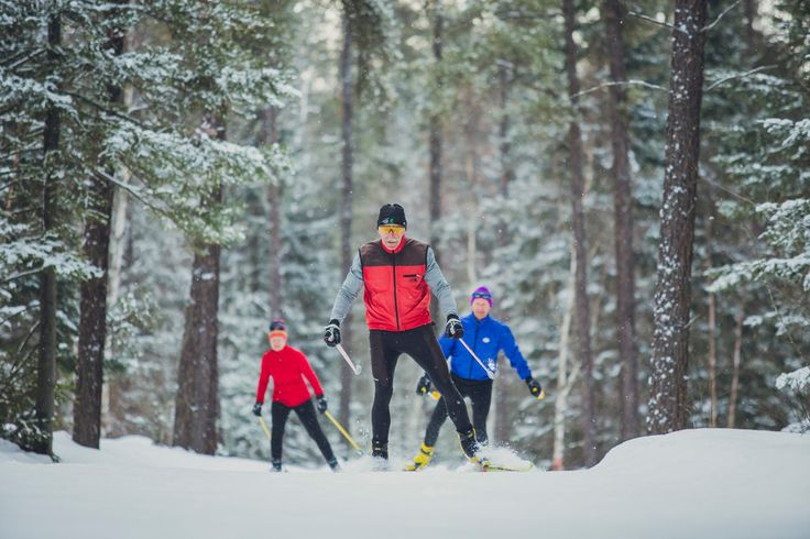 With long winters and lots of snow, Northeastern Ontario is a paradise for avid outdoors people, and cross-country skiing is a great way to embrace winter!