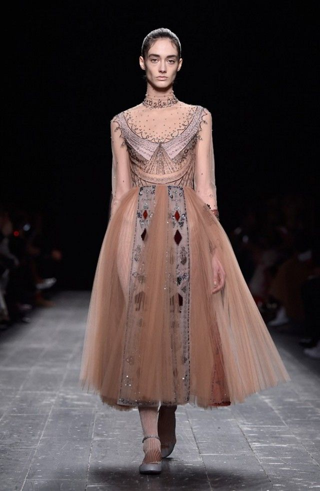 Dancer trend at Valentino