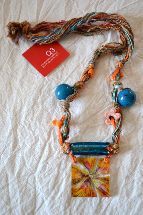 Collana fili placca plexi incisa e dipinta fiore di Quasimodo3, €32.00