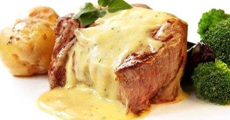 Vamos a preparar para cinco personas Vamos a necesitar Sobre kilo y medio de solomillo de cerdo 150 gramos de queso azul Una cop...