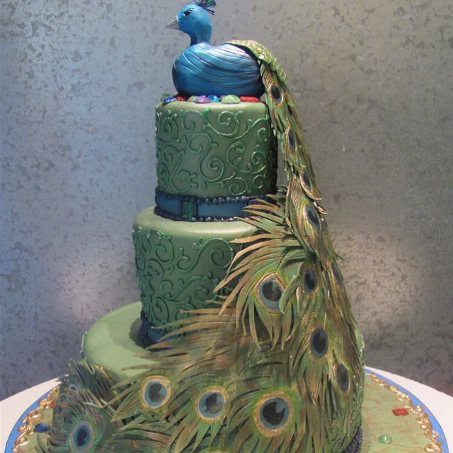 Lovely peacock wedding cake. I wonder what that tastes like? Can you actually eat it?