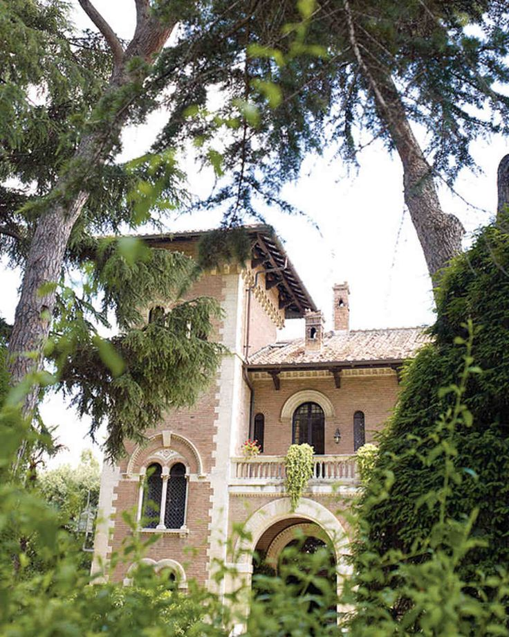 """After choosing Rome as the wedding's location, and where Maria has family and the couple spends holidays, they scouted five different locations. Finally, they discovered """"the perfect little Romeo and Juliet castle"""": Villa dei Lecci, a 1917 turreted home with frescoed ceilings, set on three emerald-colored acres in the Monteverde district. The neo-Gothic-style family-owned villa was once a private home."""
