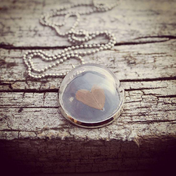 Clover Leaf Heart Necklace #nostalgems #necklace #cloverleaf #handcrafted#handmadejewellery #handmadejewelry #jewellery #jewelry #vintage #vintagestyle