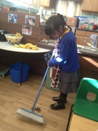 reception children clearing up after snack #abcdoes #eyfs #snackarea