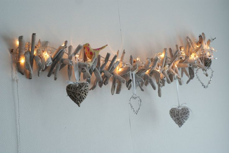 kerstcreatie. (Idea for garland: use pinecones, cinnamon sticks and lights).