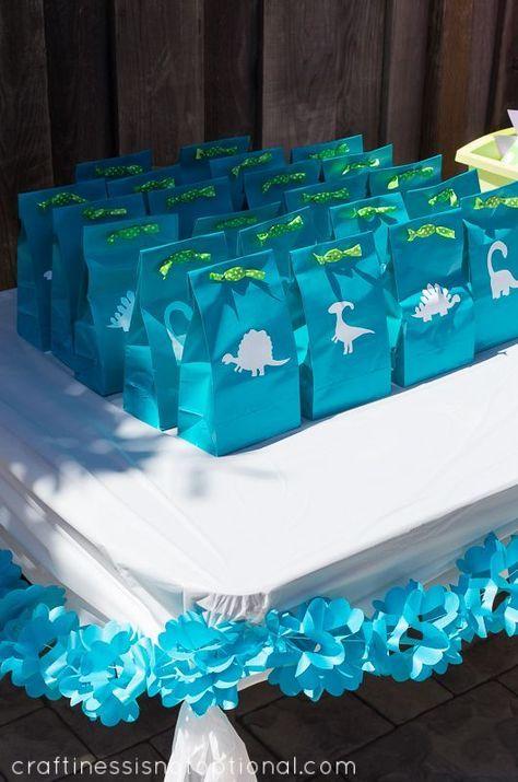 Schlauheit ist nicht optional: Charlottes Dinosaurier-Geburtstagsfeier