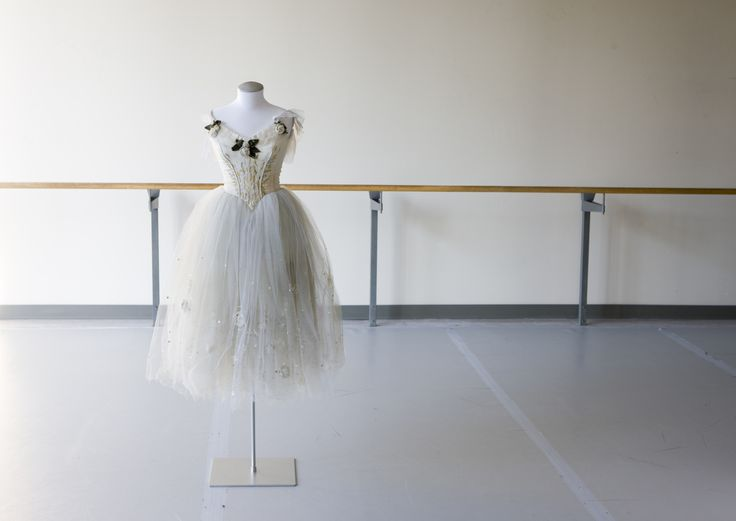 The Tutu Project | National Ballet of Canada : Wilis from Giselle – First Performed April 16, 1970. Designed by Desmond Heeley. Photo by Setareh Sarmadi.