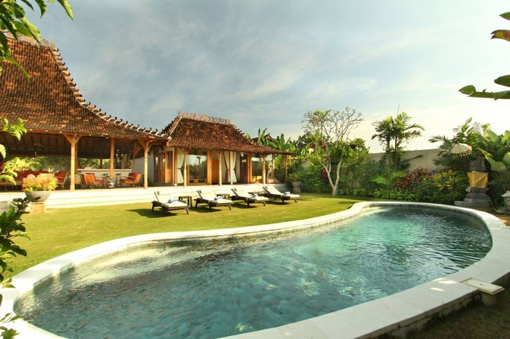 This is a delightful 3 bedroom villa located in a calm and authentic balinese environment, only 2 minutes from Brawa beach, a fantastic surf break with magnificent sunsets. www.villazigzagbali.com