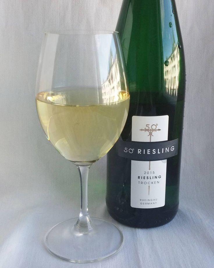 50 Riesling. #riesling #valkoviini #viini#wines#winelover#winegeek#instawine#winetime#wein#vin#winepic#wine#wineporn herkkusuu #lasissa #Herkkusuunlautasella