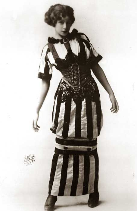 In 1909, as the Edwardian era came to a close, a strange mode appeared in the form of the hobble skirt – a tubular affair, credited by some to Paul Poiret, though no one seems to have wanted to claim credit at the time! Via Glamour Daze.