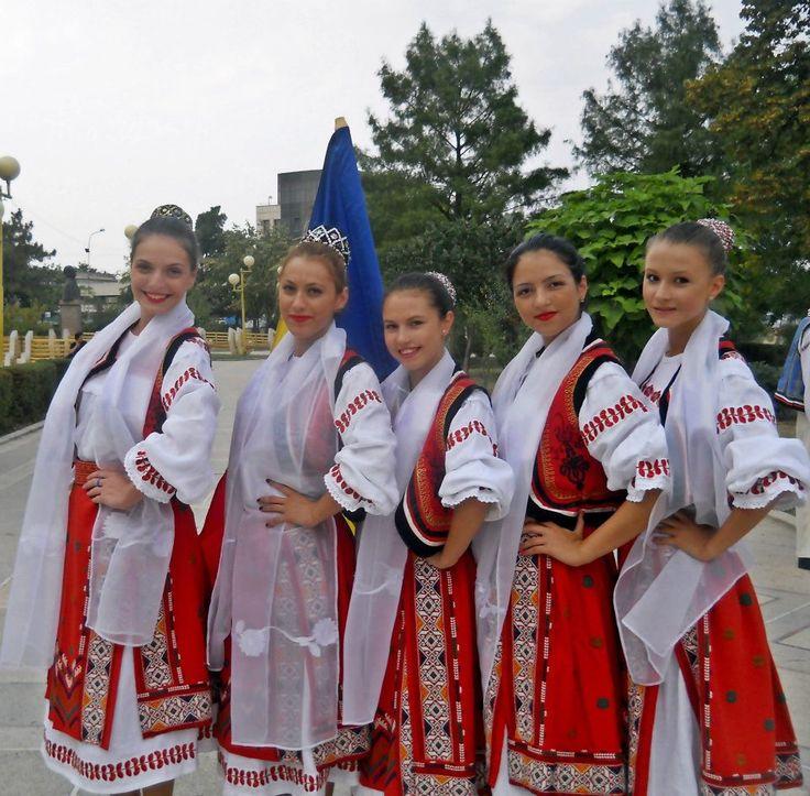 romanian girls romanians traditional costume nationale romanesti