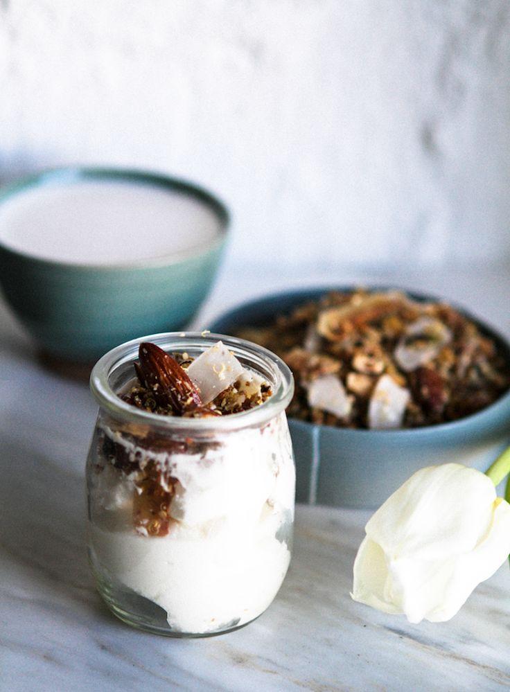 Gluteeniton kvinoamysli Sekoita astiassa 3 dl kvinoahiutaleita, 1 dl pellavansiemeniä, 1 dl kurpitsansiemeniä, 1 dl auringonkukansiemeniä, 1 dl manteleita ja 1 dl kookoslastuja. Kaada joukkoon 1 dl kookosöljyä ja 0,5 dl juoksevaa hunajaa. Sekoita ja levitä seos pellille. Paista 150 asteessa tunnin ajan käännellen seosta vartin välein. Rouhi päälle kevyesti suolaa.  Mysli sopii erityisen hyvin mantelimaidon pariksi.