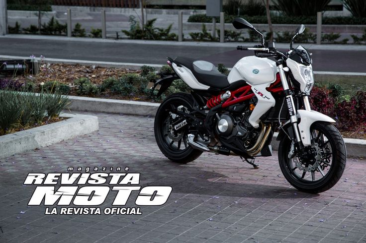 Benelli TNT 300. Twin cylinders in line, 300cc, 8 valves, water cooled,38 CV at 12,000 RPM. US$ 4,800