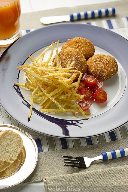 Medallones crujientes de pollo, queso y sobrasada by webos fritos