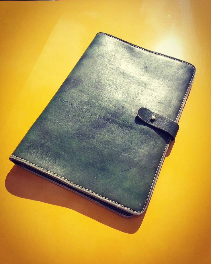#handmade #leatherfolder #faceleather #qualitytime #accessories #minimalism  #fashion #contest #newlife #simple #fuck #leathercraft #macbook #custom #case #bags #vintage #vegtan #briefcase #relax #uni #time #bagmaker #perspective #wanderlust #architecture