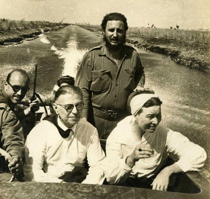 Жан-Поль Сартр и Симона де Бовуар катаются на лодке в компании Фиделя Кастро во время своего посещения Кубы в 1960 году