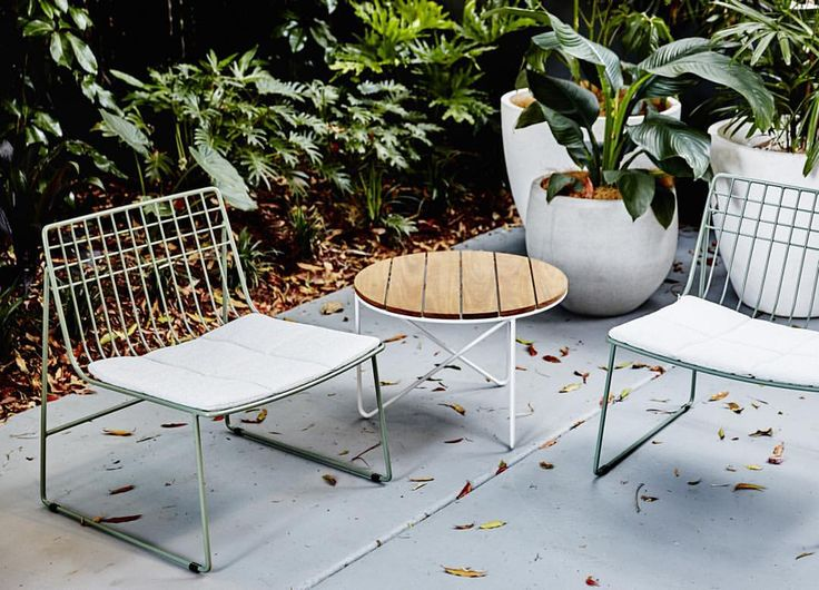 The weekend's warm weather was a lovely taste of the summer months to come! Make the move outside with our Lionel armchairs in Wilderness, contoured seat pads in Landscape Frost and Fred table in Spotted Gum and Pearl White #summerwithjardan #outdoorfurniture #jardanbrisbane