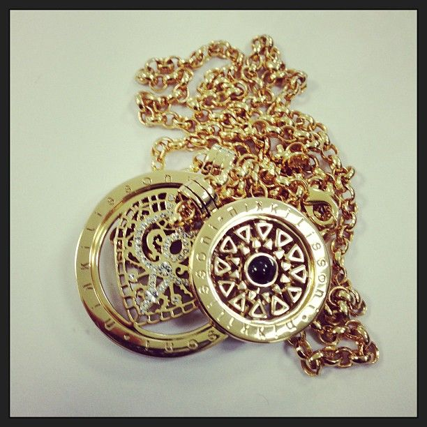 Love this #NikkiLissoni necklace set!