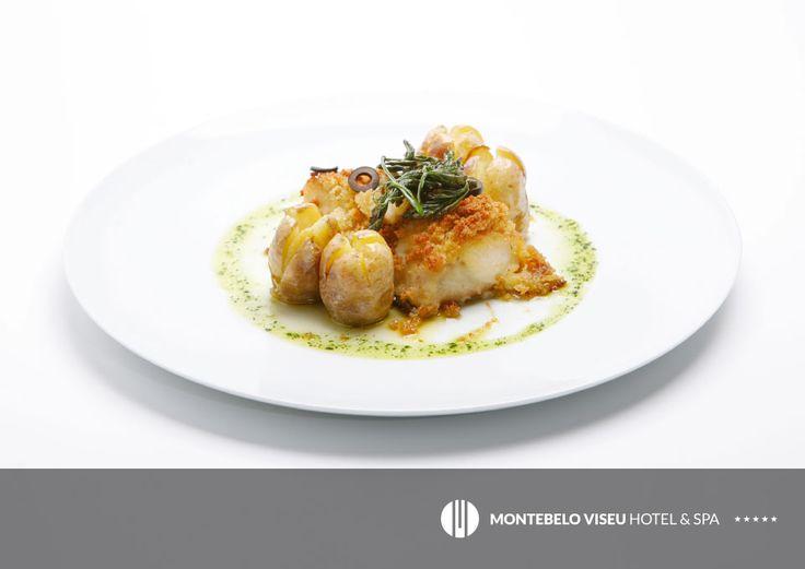 Bacalhau em crosta de broa, acompanhado com batata assada #montebelohotels #food #gastronomy #hotels #portugal #viseu
