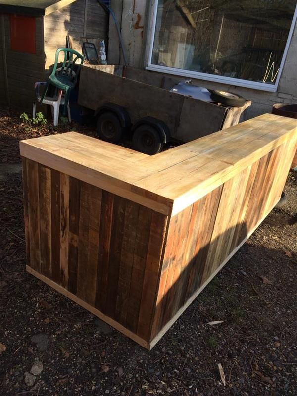 Looking to create a bar area. Great starting point.  DIY Pallet L-Shape Desk - Counter and Bar Table | 99 Pallets