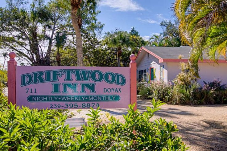The Driftwood Inn offers 1 bedroom/1 bath and 2 bedroom/2 bath, full efficiency cottages. Each cottage includes a full kitchen, living room and dining area. The large screened-in porch has a picnic table for your ...