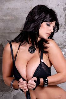 Very hot pic of Denise Milani in sexy black Bra