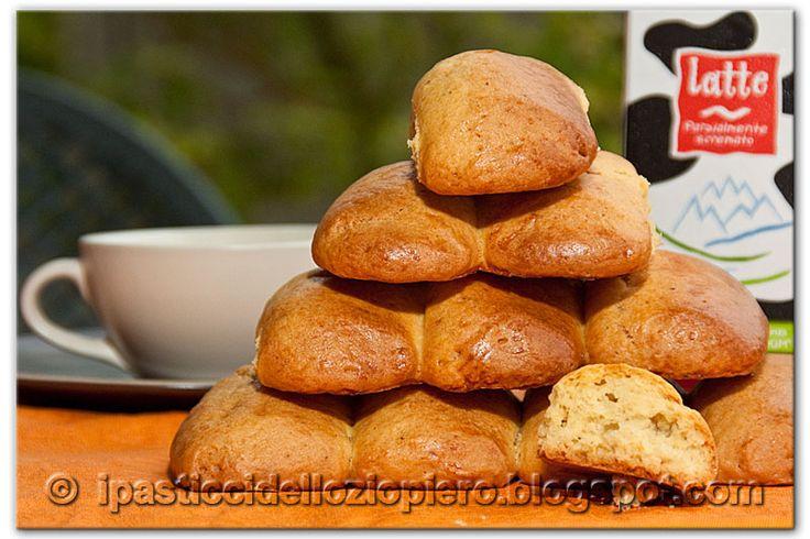 Lo dico subito: questi biscotti sanno di antico, di tradizione, di cucine di una volta.     (Fare click sulla foto per ingrandirla)   Li ho ...