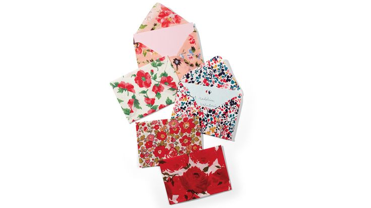 Those bits of fabric you've been holding on to now have a purpose. Keepsake fabric envelopes are a cinch to make and are perfect for encasing a homemade valentine.