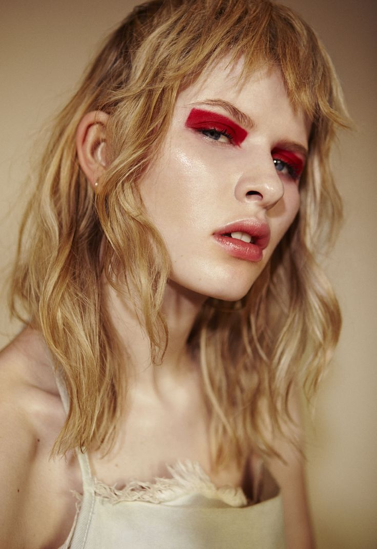 blocky raspberry pink eyeshadow   graphic eye makeup design