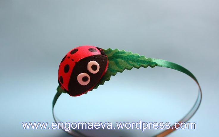 Headband with a small ladybug, made with craft foam (foamy).  Contact:engomaeva@gmail.com Diadema con una pequeña mariquita, hecha con goma eva (foamy). Contacto:engomaeva@gmail.com