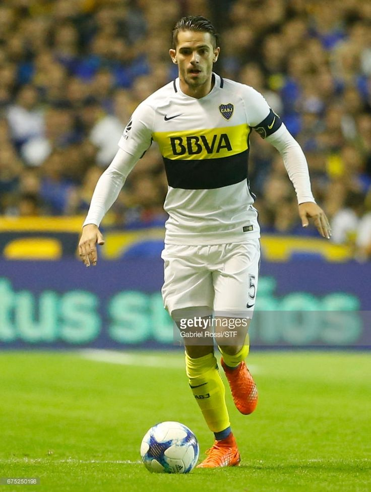 Fernando Gago of Boca Juniors drives the ball during a match between Boca Juniors and Arsenal as part of Torneo Primera Division 2016/17 at Alberto J. Armando Stadium on April 30, 2017 in Buenos Aires, Argentina.