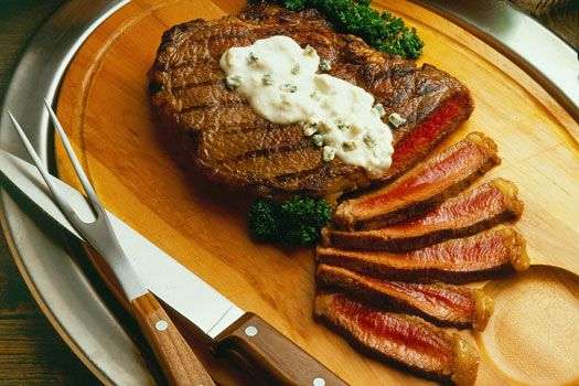 Can your tastebuds say no to this #Grilled Sirloin #Steak with Blue #Cheese Sauce? We didn't think so!