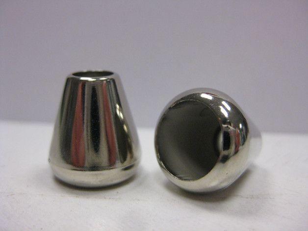 Kordelenden aus Kunststoff für Kordeln bis ca 5mm Dicke  2 Stück in silber (Metalloptik) ideal für Rucksäcke, Hoodies, Taschen,...  Größe: Durchmesser unten ca. 14mm