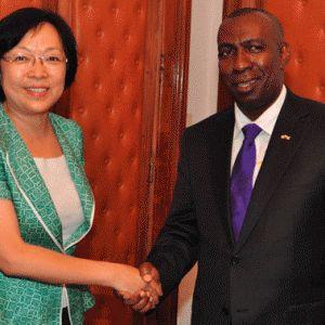 Ambassade de Chine : Un don de 45 millions d'ariary pour les sinistrés d'Enawo – Midi Madagasikara