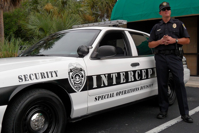 What do you think about this?    http://www.5pointspi.com/palm-beach-private-investigator.php