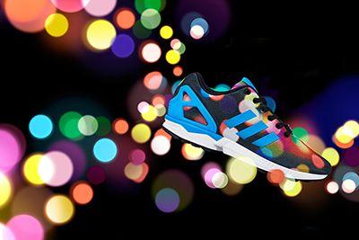 アディダス オリジナルス(adidas Originals)より、光をモチーフにしたプリントが特徴の新作シューズ「ZX FLUX」が登場。2015年2月26日(木)より、順次販売が開始されている。 ...